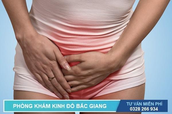 Đau bụng dưới là dấu hiệu của bệnh lậu ở nữ