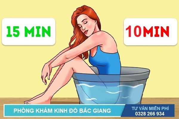 Ngâm nước ấm cũng giúp cải thiện bệnh trĩ - Hình ảnh minh họa bệnh trĩ