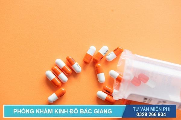 Chữa viêm đường tiết niệu đơn giản hiệu quả tại phòng khám là sử dụng kháng sinh