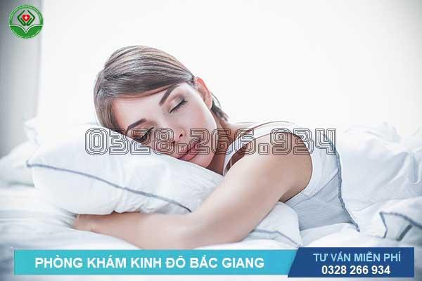 Bị trĩ ngoại nên làm gì: Ngủ yên giấc mà không gây đau trĩ